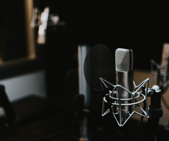 I am super amped up this week because yesterday, I launched my very first audio show, The Marketing Starter Podcast with the goal of sharing some tangible tips and career hacks with marketers around the marketing world.